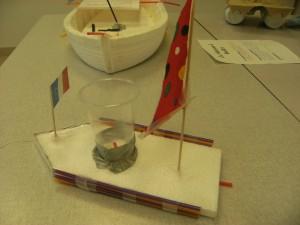 fabrication de bateaux qui flottent et avancent par les cm1 cm2 ecole nazareth. Black Bedroom Furniture Sets. Home Design Ideas